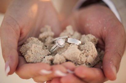bodas frente al mar anillos arena